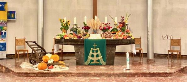 Altarschmuck zum Erntedankfest 2021in der Ev. Lutherkirche - Foto: Christian Schwarz